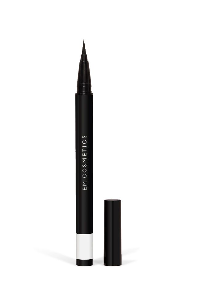 Brush Tip Illustrative Eyeliner