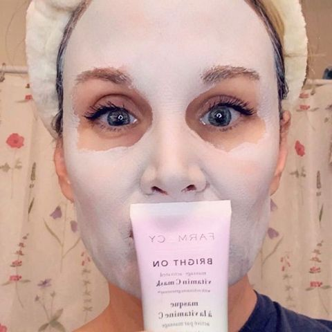 Clay mask that brightens