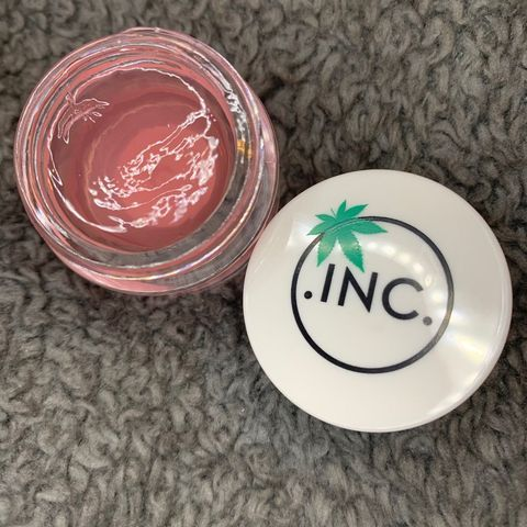 Love this lip jelly with canna