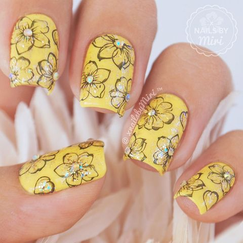 Yellow floral nails 💛🌸