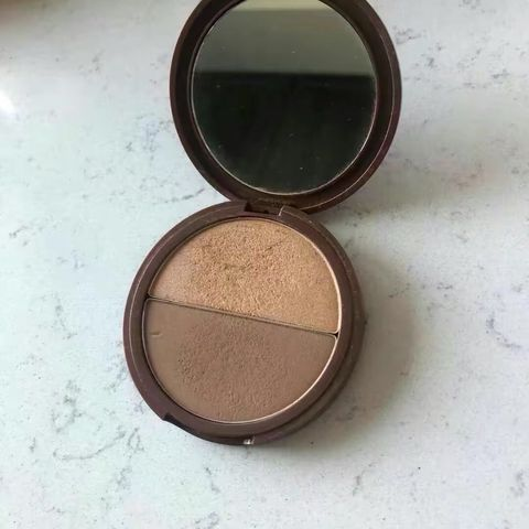 Subtle radiance and glow w a clean bronzer duo