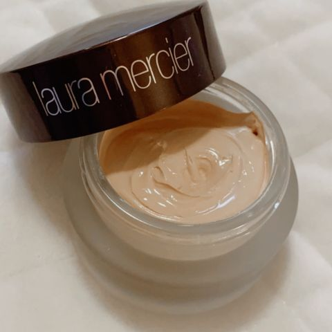 Foundation creme for flawless skin