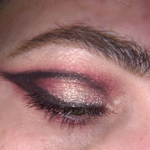 Simple Smoky Graphic Liner