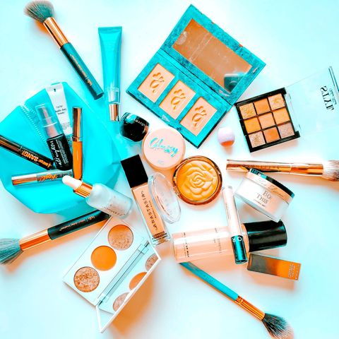 What I carried in my makeup bag for Fall Vacay!