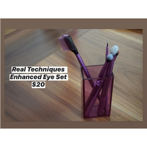 Make Your Eyes the Highlight of Your Face with this Brush Set!
