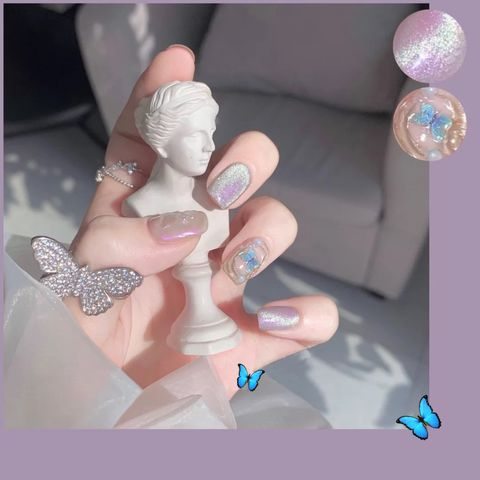 Easy vintage nail art reminds me of Baroque Period. 🦋✨