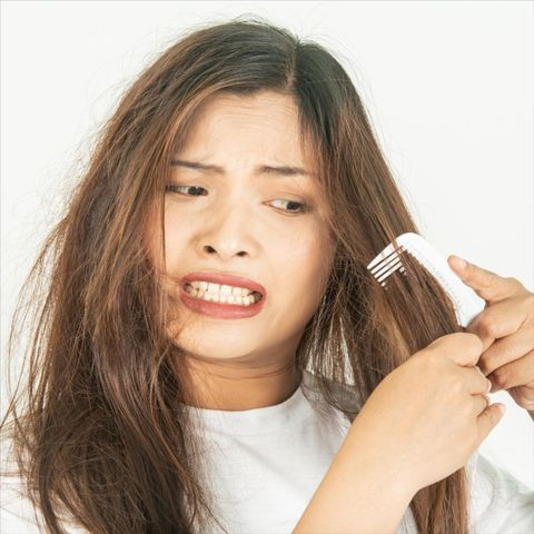 What Causes Dry, Brittle Hair and How to Replenish Damaged Hair