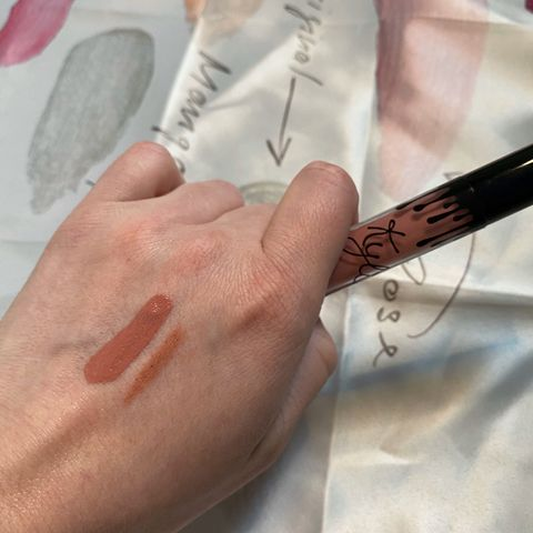 KYLIE COSMETICS VELVET LIQUID LIP KIT SWATCH