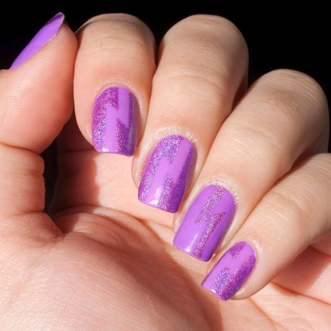 NAIL ART: HOLOGRAPHIC PURPLE LIGHTNING BOLTS
