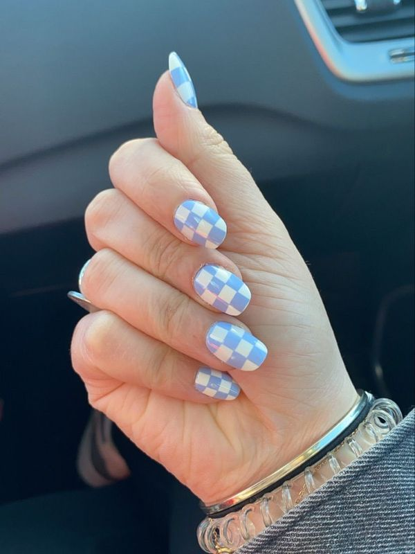 OBSESSED with these nails 💫   Cherie