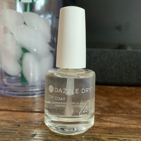 Long lasting top coat for nails