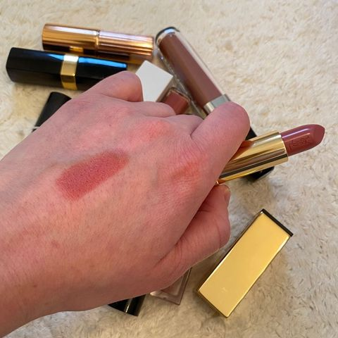 YSL ROUGE PUR COUTURE LIPSTICK SWATCH