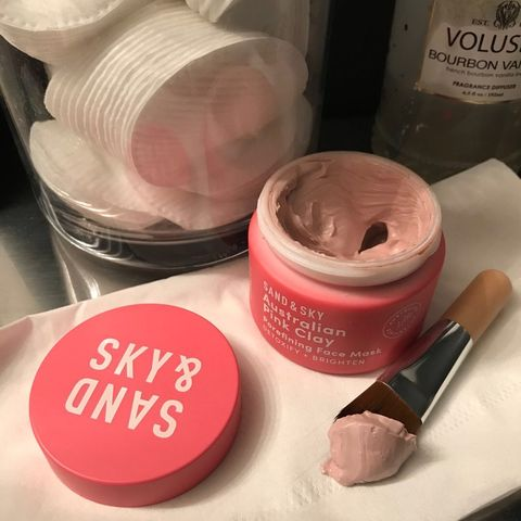 Clay mask to diminish acne