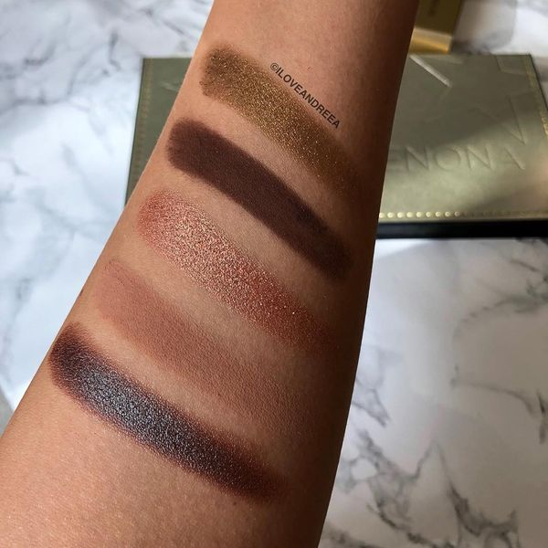 If you swipe left you'll see swatches of the Mini Star Palette 🌟🌟🌟 I think...   Cherie