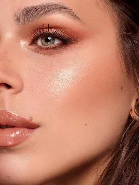 Get up and Glow! How to achieve a glowing natural look with makeup?