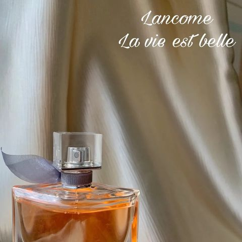 La vie est belle! Iconic design & gorgeous scent
