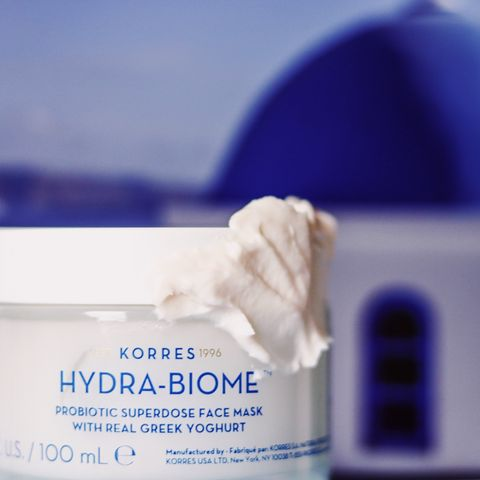 A probiotic mask to calm and hydrate the skin