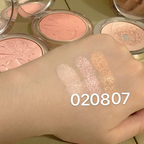 If you have never used Dior's highlighter, check this out!!