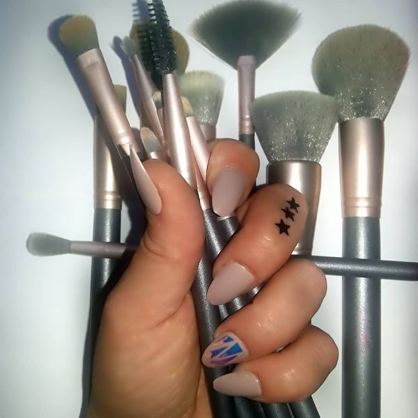 If your in need of a good quality makeup brush set haloworlds has you covered...   Cherie