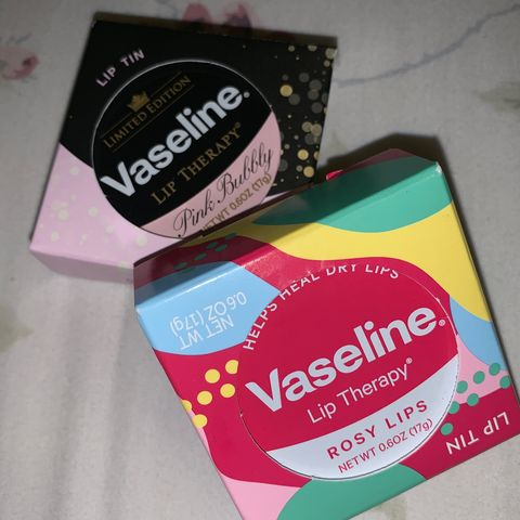 Makes ur lip soft and has a little tin