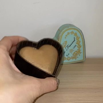 TOO FACED GLOWY BRONZER