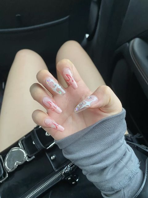 Flame nails! Follow the manicure trend