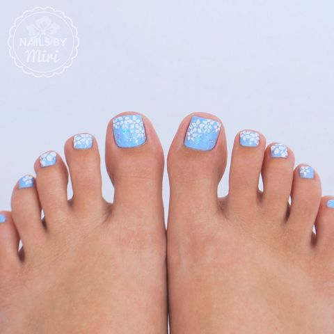 Pedicure | Blue floral nail art