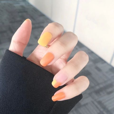 An orange nail style you must try this summer!🍊🍊🍊
