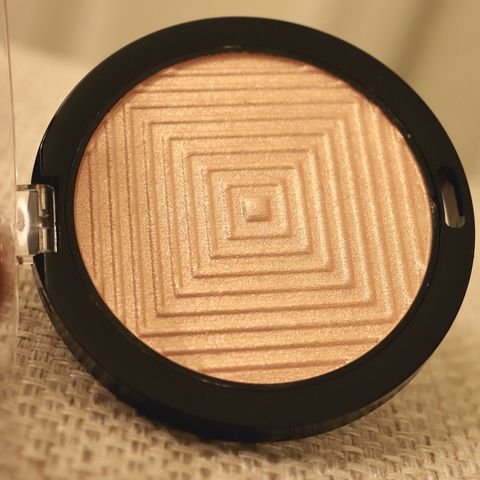 Affordable luxurious glow