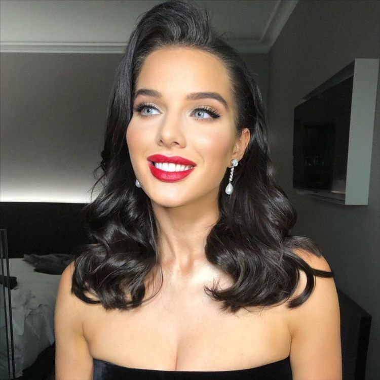 7 Perfect Prom Makeup Looks To Pair