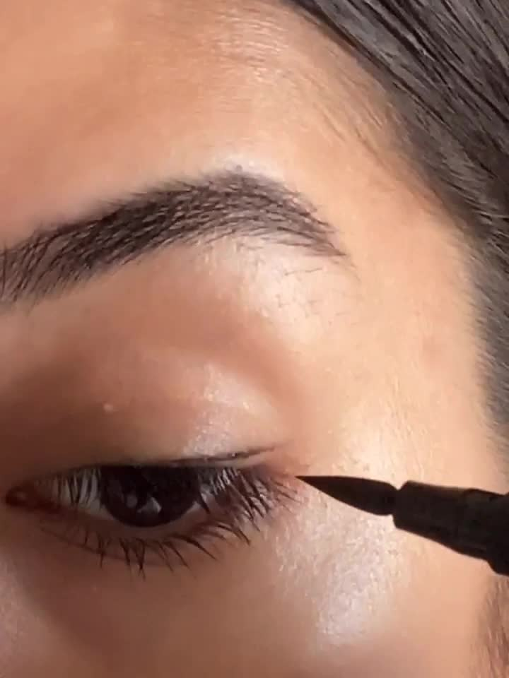 winged liner in under a minute!